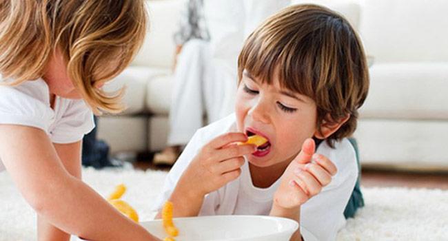 дети и чипсы